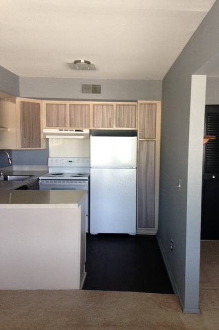 RENTED!!!  Urbane on Lexington :: 3905-3 SPECIAL $925, regularly $945